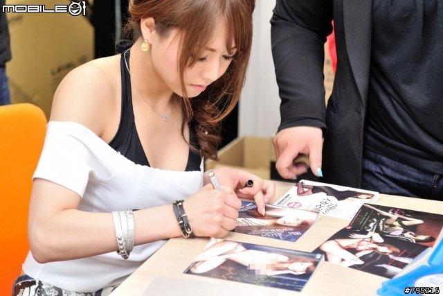详情>> 知花梅莎(知花メイサ),av女优,于1992年3月5日出生在东京,o型