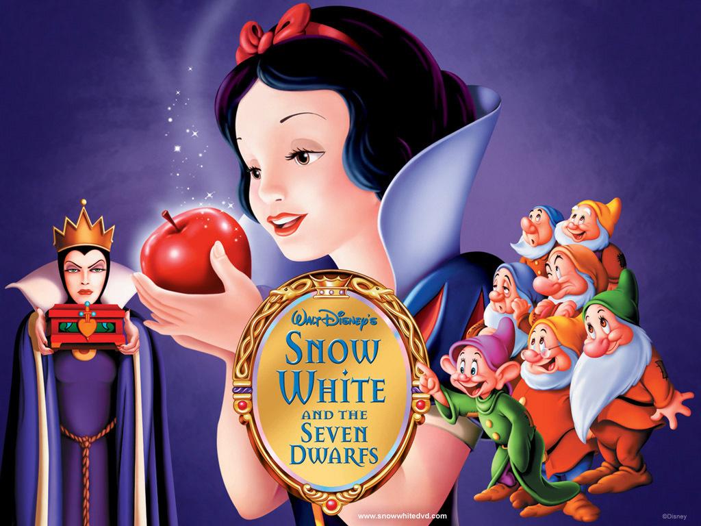 白雪公主在密林深处遇到了小动物七个善良的小矮人