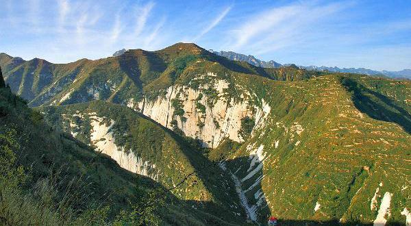 灵宝市娘娘山风景旅游区,位于灵宝市压西南10公里处的焦村镇南部,总