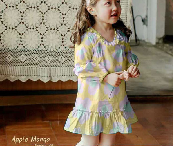 谁帮我把小女孩的连衣裙换成下面我提供的女生杨名图片