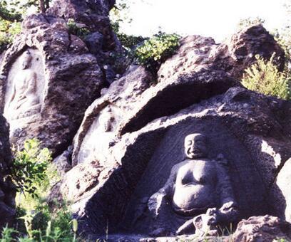 千佛山风景区坐落在彰武县城东北部的大四家子乡阿古庙屯.