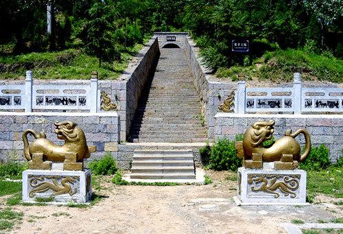 """有""""仙女峰""""之称,因夫子崖,汉高祖刘邦斩蛇起义,陈胜王陵,汉梁王墓群"""