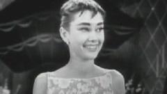 Audrey Hepburn Winning An Oscar For <Roman Holiday>