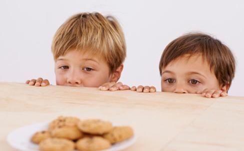 小孩零食图片素材